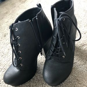 Black Report Boots size 8